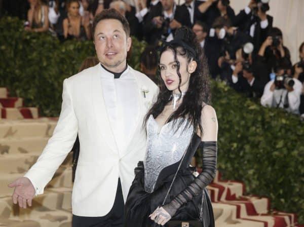 Elon Musk e la sua fidanzata, artista Grimes